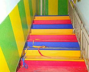 幼儿园楼梯地板